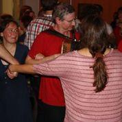 Bernard spielt und tanzt mit